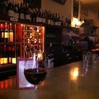 Foto scattata a Vin Sur Vingt da Ksenia il 10/17/2012