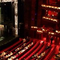 3/17/2013 tarihinde Sophie S.ziyaretçi tarafından Prince Edward Theatre'de çekilen fotoğraf