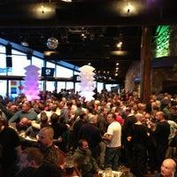 Foto tomada en (GLC) Garibaldi Lift Co. Bar & Grill por Philip K. el 2/6/2013