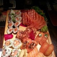 Foto tirada no(a) Sashiburi Sushi House por Jonatã O. em 11/25/2012