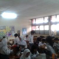 Photo prise au SMA Negeri 25 Bandung par Rona I. le5/15/2013
