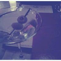 Foto tomada en Les Zygomates Wine Bar Bistro por Dann D. el 1/18/2013