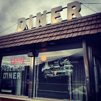 2/24/2013にChristafari B.がPhoenicia Dinerで撮った写真