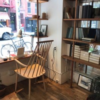 Foto diambil di McNally Jackson Store: Goods for the Study oleh petercat pada 8/27/2018