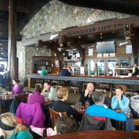 Foto tomada en (GLC) Garibaldi Lift Co. Bar & Grill por Rob N. el 3/20/2013