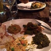 Foto tirada no(a) Bindia Indian Bistro por Leah E. em 11/19/2013