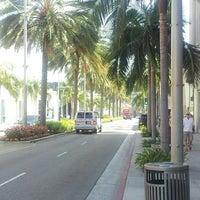 Снимок сделан в Streets of Beverly Hills пользователем Ryoichi N. 9/17/2013