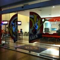 Foto tirada no(a) Wow Burger por Richard G. em 11/27/2012