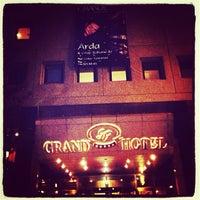 Das Foto wurde bei Safir Restaurant von Arda Adil Ö. am 4/19/2013 aufgenommen