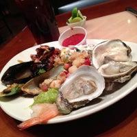 Das Foto wurde bei Village Seafood Buffet von Allie M. am 4/23/2013 aufgenommen