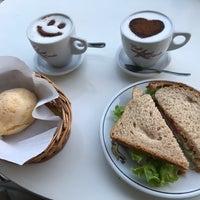 Foto tirada no(a) Café Estrela por Veronica R. em 9/23/2017