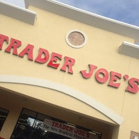 Photo prise au Trader Joe's par Elvis M. le10/20/2013