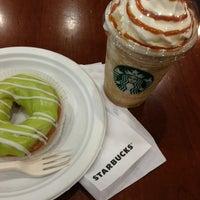 Снимок сделан в Starbucks пользователем P. G. 1/31/2013