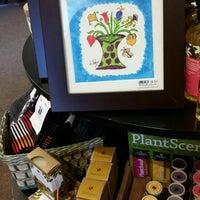 Photo prise au The Bibelot Shop par Libby B. le7/26/2014