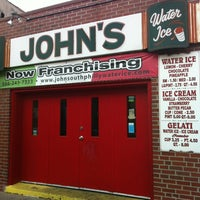 Foto tirada no(a) John's Water Ice por Mark G. em 11/26/2012
