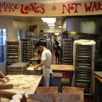 8/29/2013 tarihinde Todd S.ziyaretçi tarafından Arizmendi Bakery'de çekilen fotoğraf