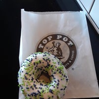 Das Foto wurde bei Top Pot Doughnuts von Eric N. am 7/29/2018 aufgenommen