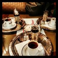Foto scattata a Qahwah da Gözde T. il 12/18/2012