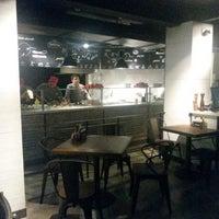3/1/2014에 Erick B.님이 La Fabbrica -Pizza Bar-에서 찍은 사진