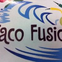 Foto tirada no(a) Taco Fusion por Sal C. em 2/14/2013