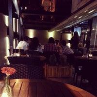 Foto tomada en Cafe Nosta por Mehmet S. el 5/22/2013
