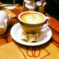 Foto tomada en Cafe Nosta por Mehmet S. el 5/14/2013