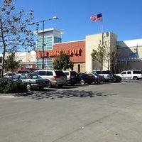 รูปภาพถ่ายที่ The Home Depot โดย Justin R. เมื่อ 2/8/2013