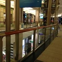 Foto tirada no(a) The Shops At North Bridge por Najd A. em 6/15/2013