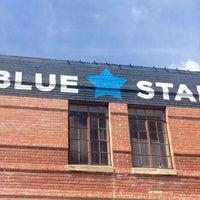 Foto tirada no(a) Blue Star Arts Complex por Laura L. em 9/21/2015