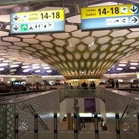 Das Foto wurde bei Abu Dhabi International Airport (AUH) von Zuzi D. am 5/19/2013 aufgenommen
