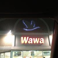 Foto scattata a Wawa da Yaya E. il 12/20/2012