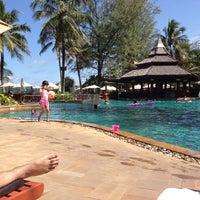 Das Foto wurde bei Kata Beach Resort & Spa von Anna E. am 8/20/2013 aufgenommen