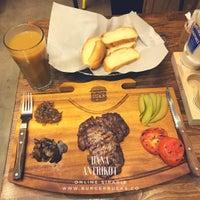 4/9/2017 tarihinde Burger Bucksziyaretçi tarafından Burger Bucks'de çekilen fotoğraf