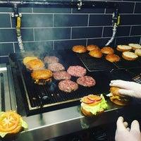 Photo prise au Burger Bucks par Burger Bucks le4/9/2017