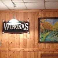 Photo prise au Winona's Restaurant par Julie A. le12/1/2012