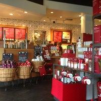 Снимок сделан в Starbucks пользователем Justin 12/14/2012