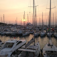 6/28/2013 tarihinde Handan D.ziyaretçi tarafından Çeşme Marina'de çekilen fotoğraf