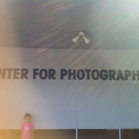Foto scattata a Houston Center for Photography da natalyn il 10/3/2012