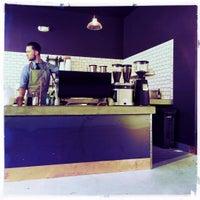 7/4/2015 tarihinde Toastziyaretçi tarafından Devout Coffee'de çekilen fotoğraf