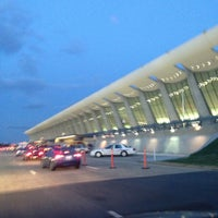 Foto diambil di Washington Dulles International Airport oleh jeff t. pada 4/19/2013