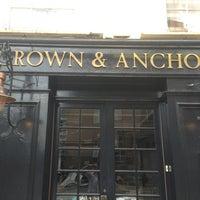 Foto diambil di Crown and Anchor oleh Bernard O. pada 8/9/2013
