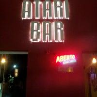 Foto tirada no(a) Atari Bar por Fernando M. em 6/1/2013