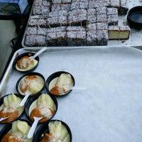 5/29/2017 tarihinde Shawn T.ziyaretçi tarafından Fork-In Aussie Pie Kitchen, Santa Monica'de çekilen fotoğraf