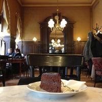 Photo prise au Café Sperl par Samir S. le1/25/2013
