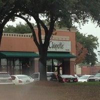 Foto tirada no(a) Chipotle Mexican Grill por Damian J. em 12/27/2012