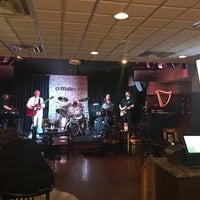 Foto scattata a O'Malley's Bar & Grill da Greg P. il 7/12/2017