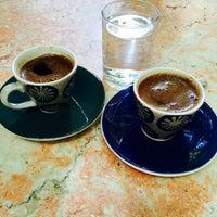 Foto tomada en Karınca Cafe por Muge G. el 6/25/2015