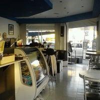 Foto tirada no(a) Coffee Break por Hather D. em 2/2/2013
