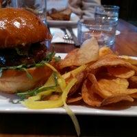 รูปภาพถ่ายที่ Lucky's Tavern โดย Daniela D. เมื่อ 1/31/2013