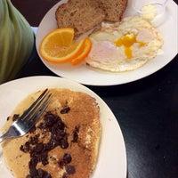 Das Foto wurde bei Upper Crust Pie & Bakery von Mandy V. am 3/23/2014 aufgenommen